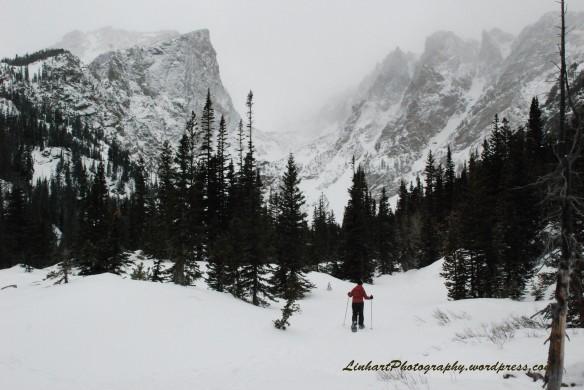 Emerald Lake Trail with Hallett Peak