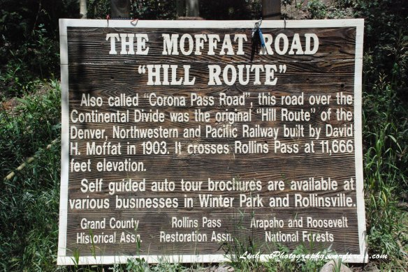 Forest Lakes-Moffat Road sign